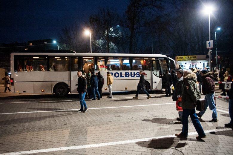 Coraz więcej firm decyduje się na bezpłatny dowóz pracowników. Imperial Tobacco Polska zwiększa ilość i zasięg bezpłatnych, pracowniczych linii autobusowych.