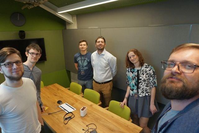 Polski start-up Cognitum szuka VAT-owskich karuzel w Brazylii, zapewnia bezpieczeństwo w przestworzach nad całym światem i wspomaga walkę z rakiem. Na zdjęciu z prawej - Paweł Kapłański (CEO), pośrodku Alessandro Seganti (CTO)