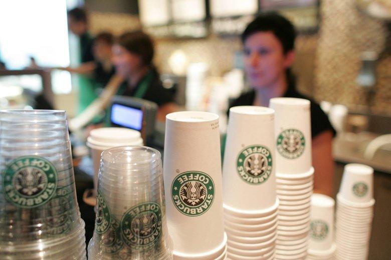 W Polsce w lokalach AmRestu (m.in. Starbucksie) większość ludzi pracuje na śmieciówkach