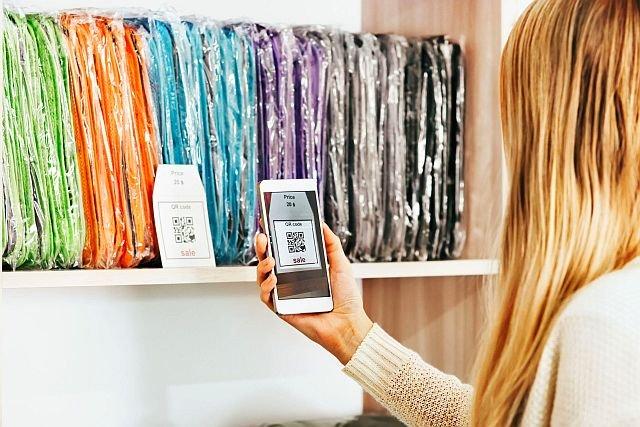 Skanowanie kodów kreskowych i fotografowanie cen w celu porównania ich ofertami innych sklepów to normalna praktyka.