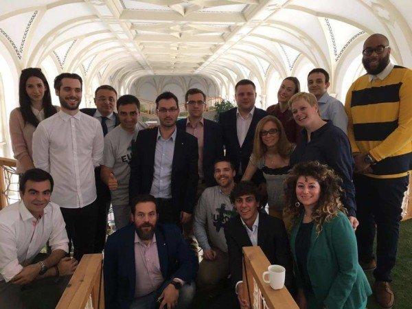 Wizyta uczestników spotkania YES for Europe w siedzibie głównej Prezi w Budapeszcie w czerwcu 2016