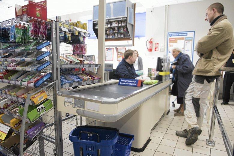 Markety w Polsce coraz lepiej płacą pracownikom