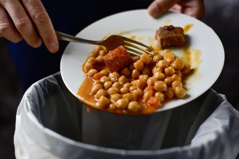 Rocznie Polacy marnują tony jedzenia.