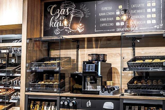Lidl testuje kącik kawowy. Jeśli eksperyment się powiedzie, ekspresy mogą trafić do większej liczby sklepów
