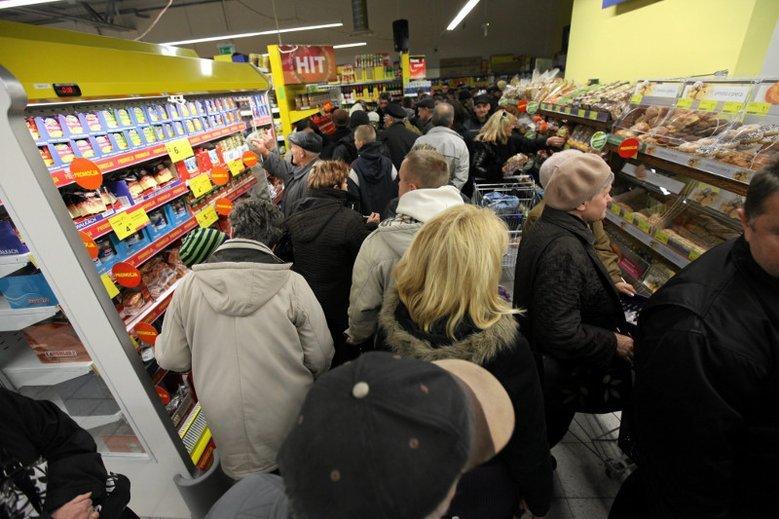 Kasjerzy zauważyli, że przez zakaz handlu w niedziele zmieniły się zachowania klientów, którzy stali się bardziej niezadowoleni i nerwowi