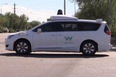 Autonomiczne auto Waymo. Systemy detekcji pieszych w takich autach mają większy kłopot ze zidentyfikowaniem osób o ciemnej karnacji.