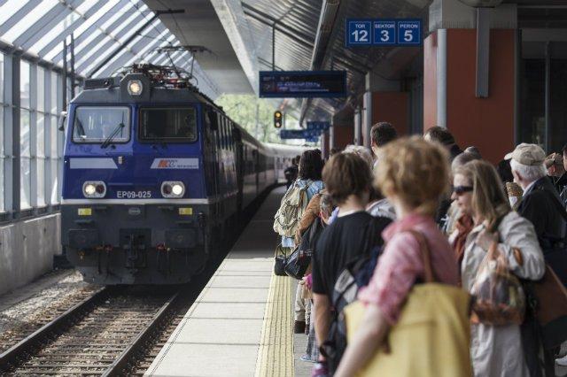 PKP kończy ze sprzedawaniem biletów na zatoczone pociągi