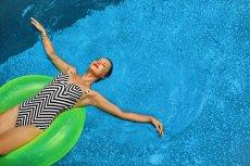 Kąpiel w basenie ze strukturyzowaną wodą ma mieć wszechstronne dobroczynnie skutki dla zdrowia.