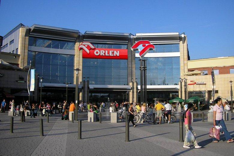 Orlen przygotował się na zakaz handlu w niedziele, budując stację benzynową mieszczącą centrum handlowe. Fot. Wikimedia Commons