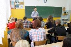 Rzecznicy dyscyplinarni nauczycieli chętnie zajmują się każdą, nawet najbardziej bezsensowną skargą. Trudno się dziwić, gdyż dostają za ich rozpatrzenie dodatek.