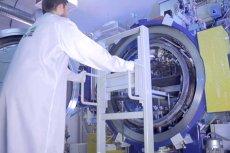 ITME i Seco/Warwick opracowały prototyp urządzenia do produkcji dużych arkuszy grafenu