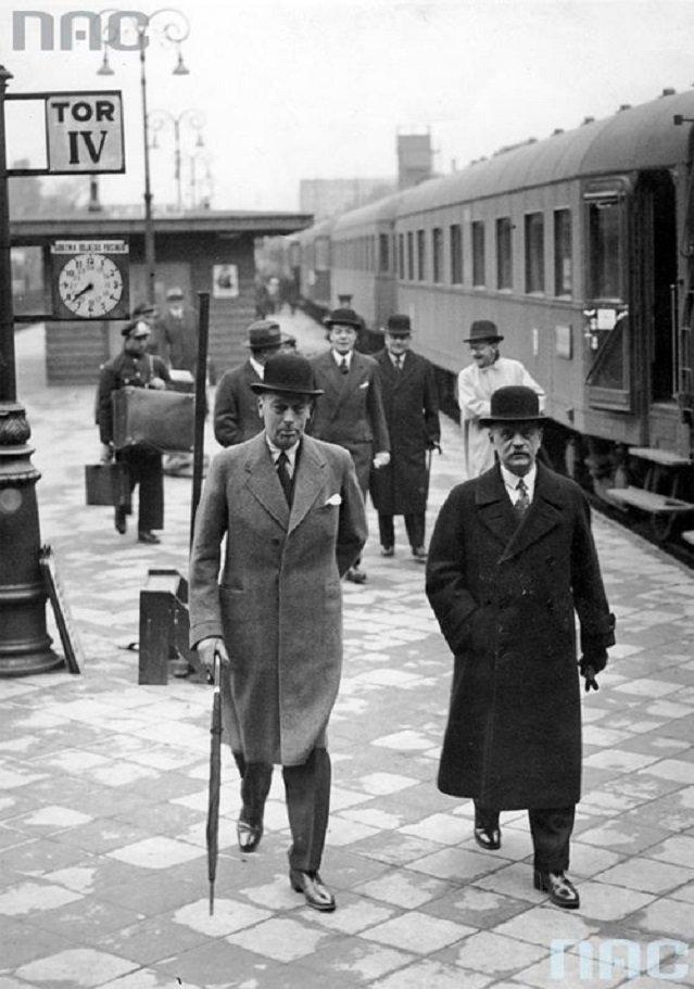 Prezes Międzynarodowej Izby Przemysłowo-Handlowej Fentenera va Vlissingena (z lewej) z Bogusławem Herse (z prawej). Warszawa, 1935 rok.
