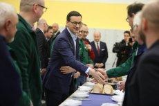 Premier Mateusz Morawiecki podczas wizyty w Zakładach Hipolita Cegielskiego