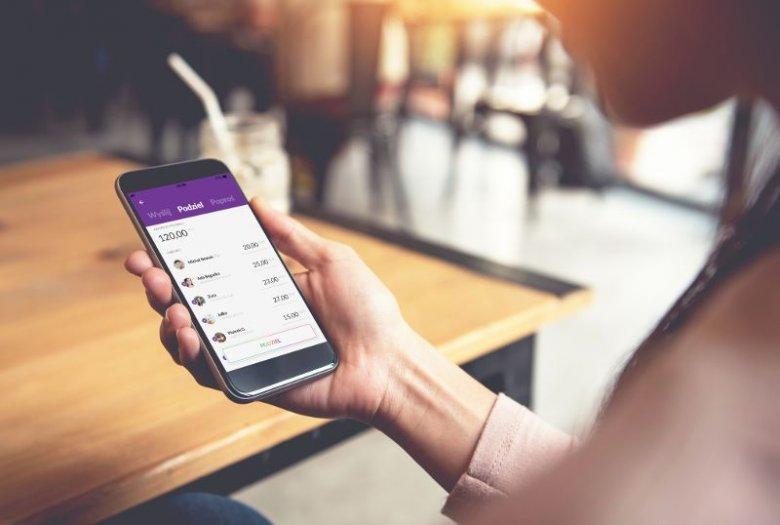Dzięki zastosowanym w aplikacji rozwiązaniom rozliczenie wspólnego wypadu do kina, na koncert czy wyjazdu z paczką znajomych odbywa się tak prosto jak komunikacja w social media.