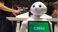 Humanoidalny robot Pepper, stworzony przez SoftBank, jest pierwszym robotem, który rozpoznaje emocje. Jeden z egzemplarzy pojawił się w poznańskim sklepie eobuwie.pl.