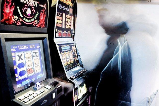 Dzisiaj, poza kasynami, na jednorękich bandytach można grać tylko, gdy należą one do Totalizatora Sportowego