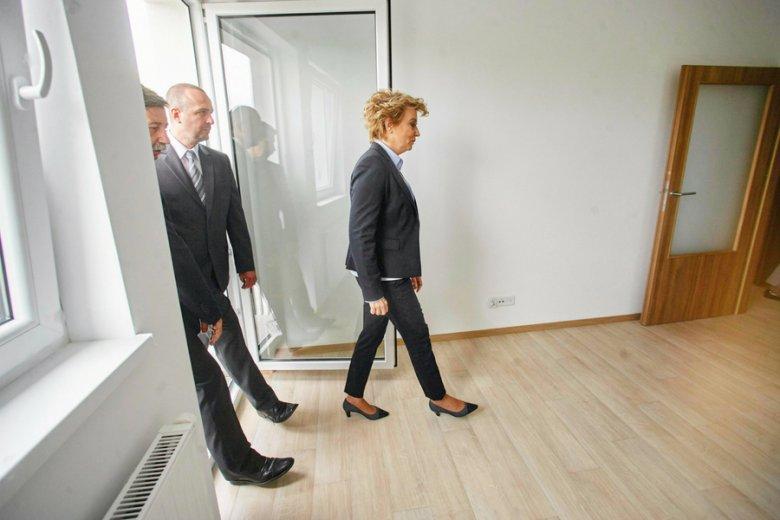 Samorządy może nie budują taniej, ale robią to sprawniej. Na zdj. otwarcie osiedla zbudowanego przez władze Łodzi.