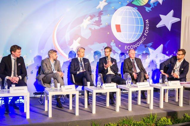 """Uczestnicy panelu """"Jak inwestować w FinTech, by gospodarka odnosiła z tego korzyści?"""""""