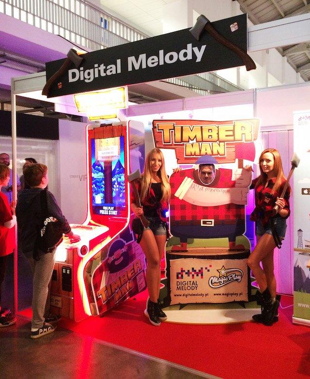 Timberman na maszynie arcade na targach PGA.