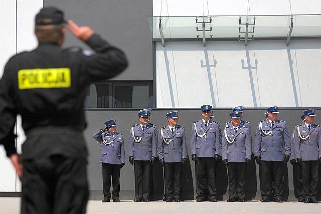 Coraz mniej młodych ludzi chce służyć w policji. Służbie grozi katastrofa