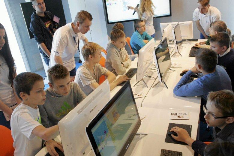 """""""Cyfrowe Klasy"""" to dziś konieczność w szkołach."""