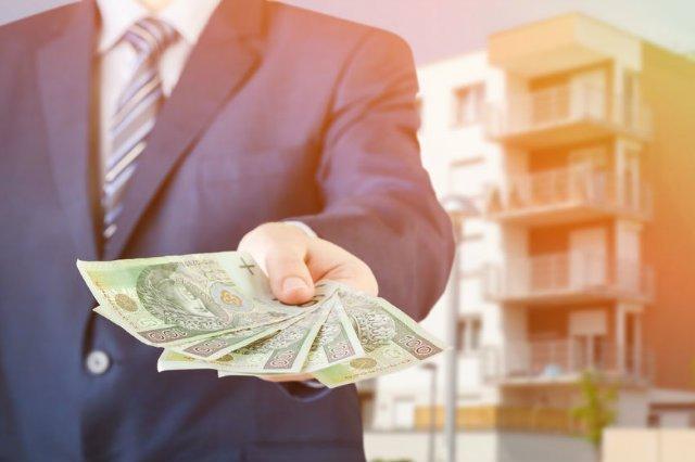 UOKiK ostrzega przed firmą Roberta Kałuży, która mami Polaków możliwościąuzyskania łatwej pożyczki.