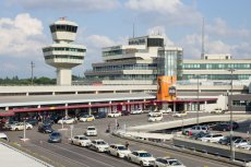 Godzina parkowania przed lotniskiem Berlin-Tegel będzie nas kosztować 12 euro, czyli ponad 50 zł.