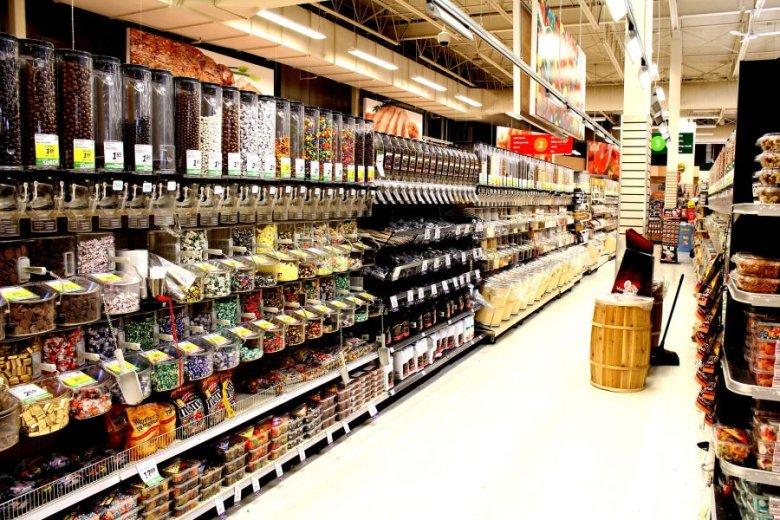 Supermarkety też mogą skorzystać na zakazie handlu w niedzielę.
