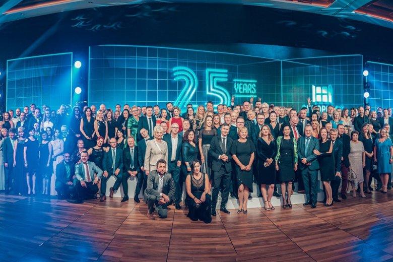 W czwartek 12 września odbyła się kolejna część obchodów 25-lecia OKNOPLAST. W Nosalowym Dworze w Zakopanem zgromadzili się tym razem partnerzy handlowi firmy działający zarówno w kraju, jak i na arenie międzynarodowej