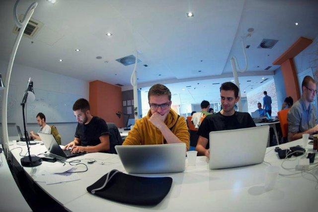 Polscy pracownicy mogą przebierać w ofertach pracy jak w ulęgałkach