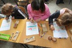 Złóż wniosek o szkolną wyprawkę dla dziecka. Można dostać 300 zł na podręczniki i inne materiały
