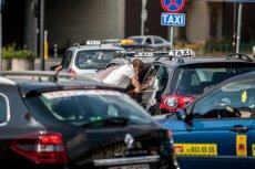 Część korporacji taksówkarskich zaczęła wprowadzać dodatkowe opłaty dla klientów, w tym za miejsce przy oknie czy zmianę stacji radiowej.