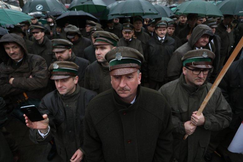 Protest leśników przed Sejmem w obronie ministra Jana Szyszko, listopad 2017 r.