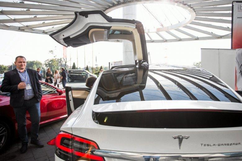 Otwarcie spółki w Polsce będzie zapewne wstępem do otwarcia salonu marki. W tej chwili po polskich drogach jeździ około 300 aut Tesli.