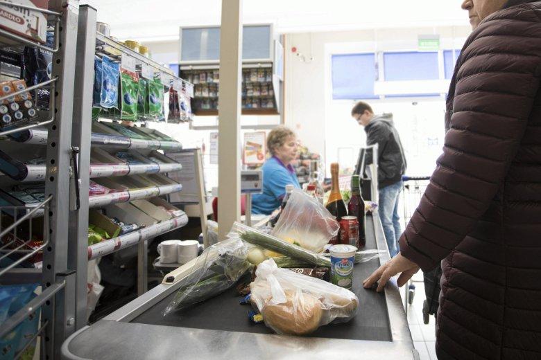 Pensje pracowników rosną, ale drożeją produkty i usługi
