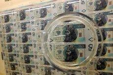 Według danych KDPW 16 kwietnia wyemitowano 3 serie obligacji skarbu państwa łącznie za 30 mld zł, a dodatkowo od 8 kwietnia wyemitowano papiery za 48 mld zł. Wszystko działo się w tajemnicy.