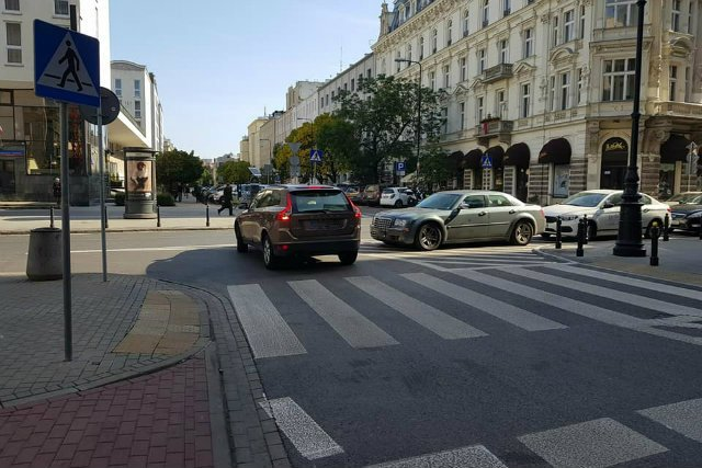 Centrum Warszawy - wyspa jak widać po to, by wygodnie na niej zakotwiczyć