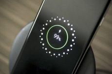 Samsung zamierza sprzedawać telefony bez ładowarek.