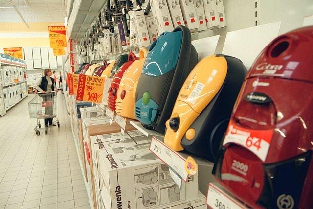 Od 1 września obowiązują nowe przepisy wprowadzające nowe wymagania dotyczące m.in. głośności urządzeń czy maksymalnej mocy – 900 W. Te o wyższej mocy są jeszcze dostępne w sklepach aż do wyczerpania zapasów.