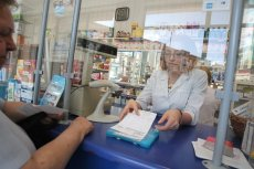 Lekarze stronią od wystawiania e-recept. Zamiast zainwestować w system informatyczny, kupili sobie specjalne pieczątki.