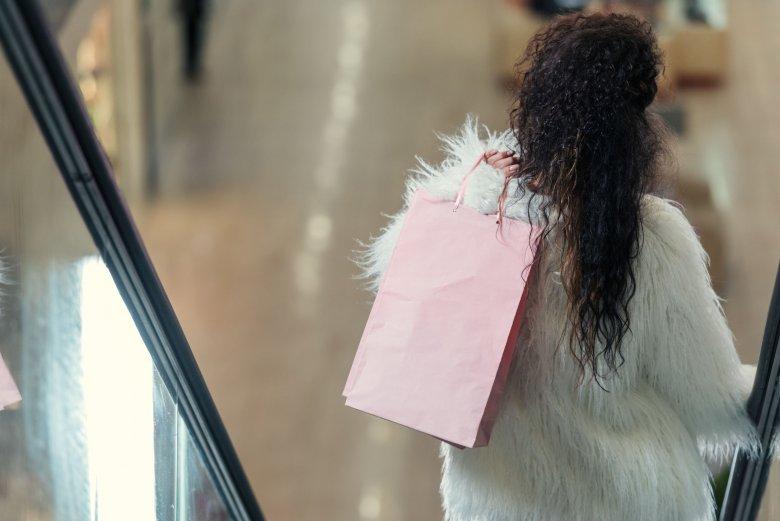 Dom mody Prada zdecydował się zrezygnować z produkcji ubrań z naturalnym futrem.