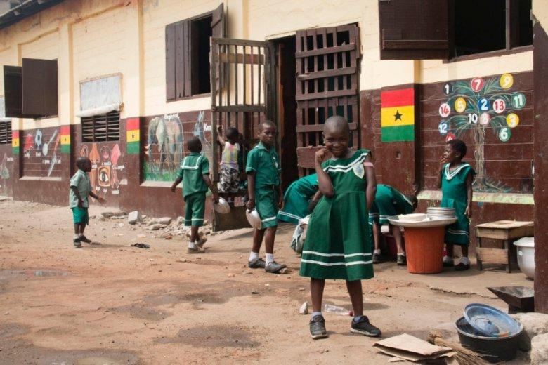 Pozory mylą: choć w szkołach w Ghanie jest biednie, to standardy kształcenia wypadają per saldo lepiej niż w Polsce.