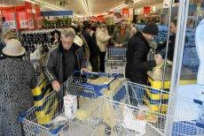 Największe sieci dyskontów w Polsce prześcigają się w wysokości pensji dla swoich pracowników.