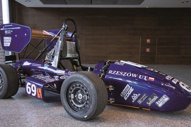Bolid, według projektu PRz Racing Team, wykonanego w systemie CAD 3D.