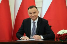 Andrzej Duda znów podpisuje. Tym razem to ustawa zmieniająca termin oświadczeń ws. cen prądu. Nowy termin na złożenie wniosków o zamrożenie cen prądu to 13 sierpnia 2019 r.