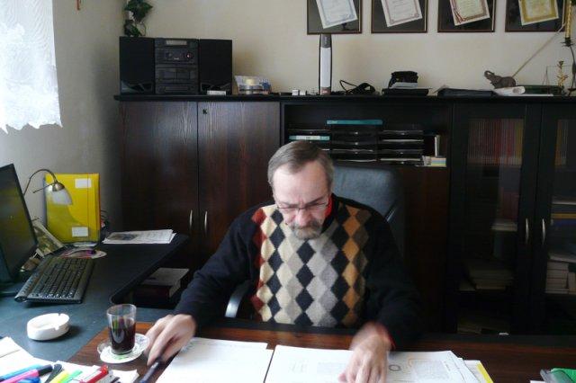 Dębica. Józef Kramarz w biurze swojej firmy.