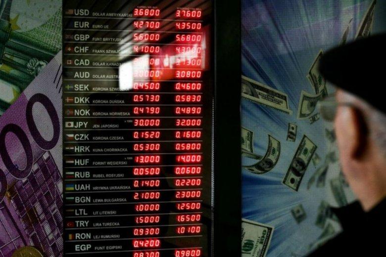Rosjanie nie zobaczą jużkursów walut przed kantorami. To wina oszustów, którzy manipulowani cenami.