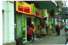 """Pomysł Żabki by oznakować sklepy jako Agencje Pocztowe oburzył przewodniczącego """"Solidarności"""" handlowców."""