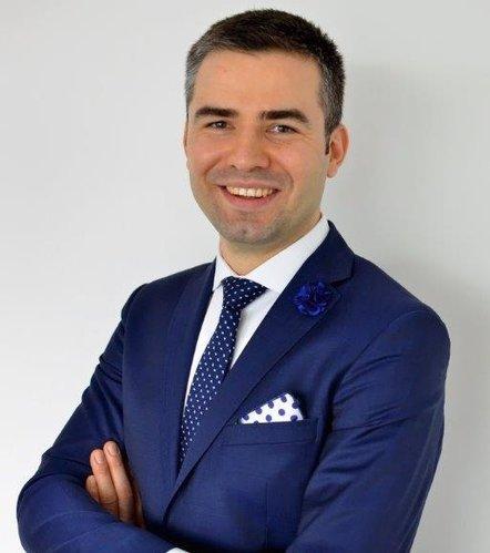 Przemysław Rosati, prowadzi własną kancelarię prawniczą