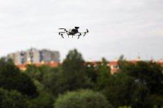 Koniec z samowolką w powietrzu? Operator drona będzie musiał zdać egzamin w ośrodku szkolenia.